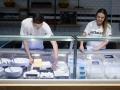 Queijaria: mussarela fresca feita na loja